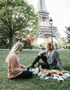 These 9 amazing honeymoon destinations will have you feeling like Alexis Ren all week long. Tour Eiffel, Paris Photography, Travel Photography, France Eiffel Tower, Romantic Honeymoon, Picnic Time, Instagram Worthy, Honeymoon Destinations, Travel Abroad