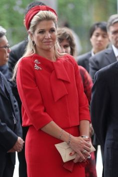 Máxima chose a red look for the state visit in Singapore. Click on the image to see more looks.