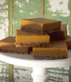 Pumpkin Chai Bars with a Raw Pecan Crust vegan, gluten-free, dairy-free in the comments, idea for turning this into pumpkin pie Desserts Crus, Raw Desserts, Gluten Free Desserts, Just Desserts, Healthy Desserts, Dessert Sans Gluten, Paleo Dessert, Dessert Bars, Dessert Recipes
