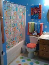 Colorful polka dot bathroom idea