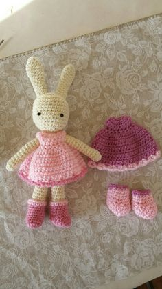 Perfect gift for a little girl Had no pattern but I figured it out eventually 😘 Figure It Out, Little Girls, Crochet Hats, Projects, Pattern, Handmade, Gifts, Knitting Hats, Log Projects
