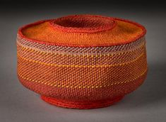Lois Russell Sculptural forms using basketmaking techniques and materials Linen Baskets, Wicker Baskets, Weaving Art, Hand Weaving, Contemporary Baskets, Pictures On String, Textiles, Geometric Fashion, Pine Needle Baskets