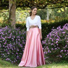 falda larga de raso rosa para bodas y eventos hecha a mano y a medida previo encargo por Aluèt. Confeccionada en Galicia