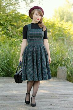 The style green plaid Peebles pinafore dress! Funky Fashion, Black Women Fashion, Daily Fashion, Vintage Fashion, Womens Fashion, Fashion Blogs, 1940s Fashion Women, Fashion 2017, Fashion Brands