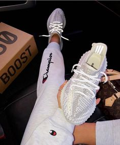 Adidas Yeezy Boost 350 Cloud White Non Reflective Yeezy Sneakers, Moda Sneakers, Gucci Sneakers, Sneakers Mode, Sneakers Fashion, Adidas Sneakers, Tennis Sneakers, Nike Tennis Shoes, Gucci Shoes