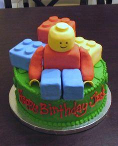 "9"" round cake with cake ""lego's"""