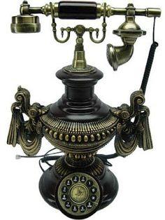 bea old telephones Vintage Love, Retro Vintage, Vintage Items, Vintage Prom, Vintage Tools, Vintage Hats, 1920s Home Decor, Antique Phone, Retro Phone