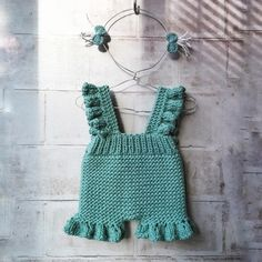 This Pin was discovered by Deb Crochet Girls, Newborn Crochet, Crochet For Kids, Crochet Baby, Knit Crochet, Baby Dress Clothes, Knitted Baby Clothes, Doll Clothes, Knitting For Kids