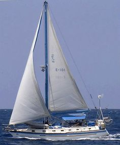 Endeavour 40's are fairly heavy displacement (displacement/length ration of 141) centre-cockpit cruisers and were offered with either a sloop, cutter or ketch rig.