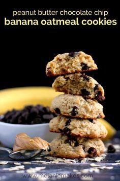 Peanut Butter Chocolate Chip Banana Oatmeal Cookies | Melanie Makes melaniemakes.com