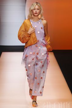 Flieder & Orange, Emporio Armani Spring 2016 Ready-to-Wear Fashion Show Style Couture, Couture Fashion, Runway Fashion, Spring Fashion, High Fashion, Fashion Show, Fashion Design, Emporio Armani, Giorgio Armani