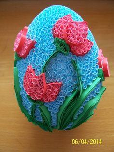 Pisanki Quilling~~Seems time consuming, but very pretty Quilling 3d, Paper Quilling Flowers, Paper Quilling Patterns, Origami And Quilling, Quilling Paper Craft, Quilling Cards, Quilling Designs, Quilling Christmas, Easter Egg Designs