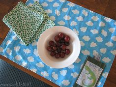 Tutorial for a lunch placemat.  It rolls up and buttons for on-the-go!  Great idea.