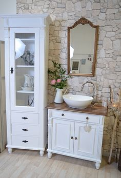 Mittlere Landhaus-Waschtische - Land & Liebe Badmöbel Landhaus How To Wear Lace Clothing Lace is a c Bathroom Furniture, Home Furniture, Country Furniture, Furniture Projects, Home Budget, Shabby Chic Bedrooms, Elle Decor, Home Furnishings, New Homes