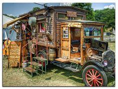 Who needs a modern RV when you can have the Dream Camper? Kombi Motorhome, Bus Camper, Camper Trailers, Vintage Rv, Vintage Trucks, Vintage Campers, Truck House, Caravan Living, Homemade Camper