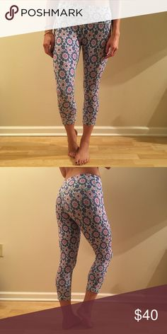 Lululemon Graphic Floral Sculpted Crop Pant Super comfy cropped yoga pants in a fun, playful pattern. lululemon athletica Pants Ankle & Cropped