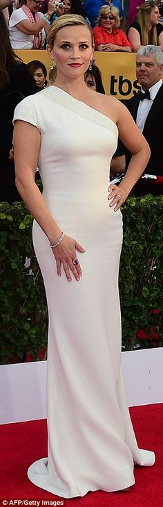 Reese Witherspoon in a asymmetric white gown