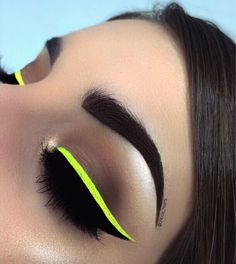 Yasss neon eyeliner for the win! Crazy Eyeshadow, Green Eyeshadow, Eyeshadow Looks, Eyeshadow Makeup, Eyeshadows, Makeup Blog, Makeup Art, Makeup Tips, Beauty Makeup