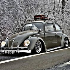 Volkswagen New Beetle is a compact car introduced by Volkswagen in The exterior design of this car is taken from the original Beetle. Volkswagen New Beetle, Beetle Car, Kdf Wagen, Car Camper, Vw Vintage, Air Ride, Transporter, Vw Beetles, Street Rods