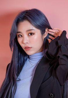 Wheein/Mamamoo/Osen x Vlive Kpop Girl Groups, Korean Girl Groups, Kpop Girls, Divas, Wheein Mamamoo, Homo, Queen, Me As A Girlfriend, Blue Hair