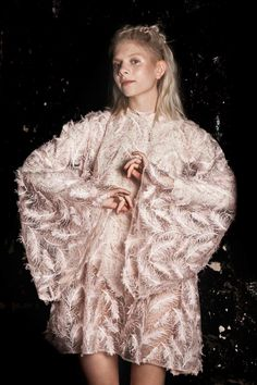 Aurora I love her style 💕💕💖💖💖 Aurora Aksnes, Stavanger, Extended Play, Elizabeth Olsen, Pretty People, Beautiful People, Aurora Fashion, Aurora Borealis, Poses