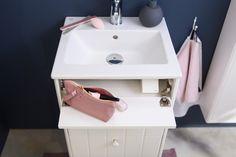 Tvättställ för badrumsskåp från Graphic. Badrumsskåpet har grunt mått för mer utrymme.