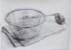 静物デッサンです。透明なボウルの透明感と写り込みを意識し描きました。制作日数:2日使用画材:鉛筆