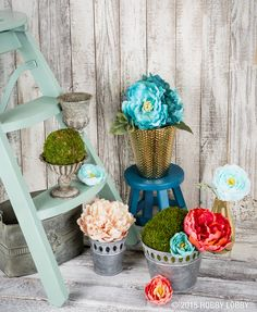 Display your summer floral arrangements to perfection with containers in a variety of sizes, shapes and textures!