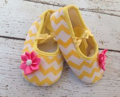 Pink Lemonade/ Yellow Pink shoes/ Yellow Red Crib shoes/ Easter Shoes/Yellow Grey Chevron Baby Shies/First Birthday/PhotoProp by BabyTrendzz on Etsy Cute Easter Outfits, Baby Girl First Birthday, 2nd Birthday, Birthday Ideas, Birthday Parties, Pink Lemonade Party, Sunshine Baby Showers, Yellow Birthday, Zapatos