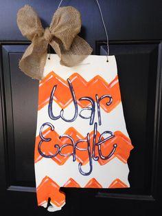 Auburn University door hanger state shape by SwankySouth on Etsy Auburn Football, Auburn Tigers, College Football, Cross Door Hangers, Burlap Door Hangers, Diy Craft Projects, Pallet Projects, Craft Ideas, Alabama Door Hanger