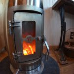 This small Kimberly wood stove is perfect for tiny homes, cabins, yurts, and living on or off the grid, with a cooktop surface for on-grid and off-grid cooking. Tiny House Cabin, Tiny House Living, Small Living, Tiny Wood Stove, Yurt Living, Wood Burner, Just In Case, Small Spaces, Diys