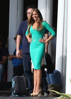 Sofia Vergara style: mint skinny dress. Love her curves. She is proud of them. #curvy fashion