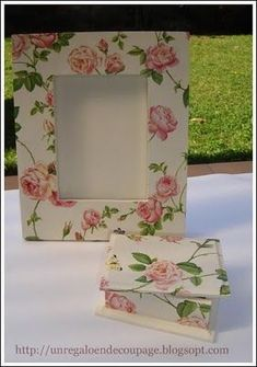 UN REGALO EN DECOUPAGE: agosto 2010 Decoupage Vintage, Decoupage Box, Diy And Crafts, Paper Crafts, Woodworking Box, Diy Frame, Painting On Wood, Picture Frames, Decorative Boxes