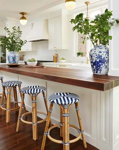 Cozy Home Interior Beautiful traditional white kitchen. Blue white brass and butcher block.Cozy Home Interior Beautiful traditional white kitchen. Blue white brass and butcher block. Classic Kitchen, New Kitchen, Kitchen Decor, Timeless Kitchen, Kitchen Bars, Brass Kitchen, Kitchen Ideas, Nautical Kitchen, Long Kitchen