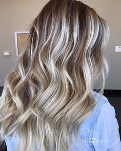 We have found 23 gorgeous ways to wear brown hair with blonde highlights for the brunettes out there searching for the perfect, new look. Brunette With Blonde Highlights, Blonde Hair Shades, Blonde Hair Looks, Blonde Hair With Highlights, Brown Blonde Hair, Light Highlights, Ombre Highlights, Long Brunette, Medium Blonde