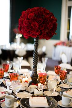 This is a super pretty centerpiece for a wedding! Beautiful! #Minnesota #weddingflowers #Minnesotaweddingphotographers http://www.bellagala.com/wedding-floral/index.html