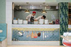 Открытая кухня в ресторане ASK от Turnerbates Design & Architecture