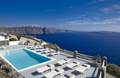 Oia Suites || Oia Suites are situated in the outskirts of the scenic village of Oia. It offers free parking, free wireless internet and breathtaking views of the volcanic islets and the famous Santorini cliffs.