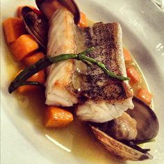 Pescado con almejas y reducción de vino Rosetta Restaurante Chef Elena Reygadas
