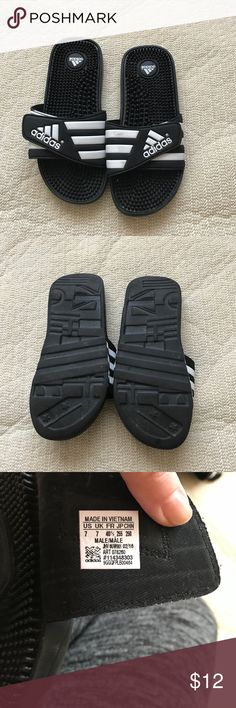 Adidas slippers Sz 7 Adidas slippers. Sz 7. Tag says men but I wear a 7 and they fit a woman's 7 just fine. Adidas Shoes Slippers