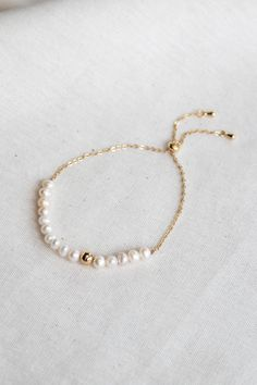 Heartland Wanderer - Fashion Jewelry & Accessories - Gold plated bracelet with white freshwater pearl Ankle Jewelry, Cute Jewelry, Photo Jewelry, Women Jewelry, Fashion Jewelry, Jewelry Accessories, Pearl Necklace Designs, Pearl Jewelry, Beaded Jewelry