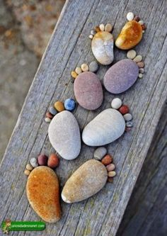Beach themed craft ideas beach themed crafts beach themed crafts for preschoolers seashell projects fun summer . Pebble Painting, Pebble Art, Stone Painting, Diy Painting, Rock Painting, Pebble Stone, Stone Crafts, Rock Crafts, Land Art