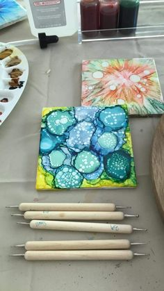 Alcohol Ink Tiles, Alcohol Ink Crafts, Alcohol Ink Painting, Alcohol Inks, Auction Projects, Art Projects, Kid Art, Art For Kids, Art Tiles