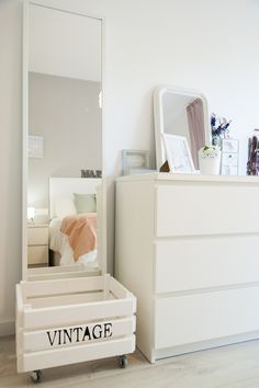 Sweet Harmonie: MI CASA.. White deco, home, bedroom, decor details