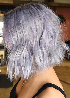 39 Pretty Grey Lob Styles for Women to Create in 2018. See here and convert your existing bob hair looks into stunning grey hair colors. Moreover, if you are looking for best hair colors to make your bob haircuts more elegant then you may also visit this page. We have compiled here some of the cutest looks of grey bob haircuts and hairstyles for women that will be really sensational choices for them in 2018.