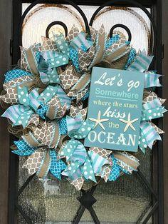 beach signs for the garden Coastal Wreath, Nautical Wreath, Coastal Decor, Beach Christmas, Coastal Christmas, Seashell Crafts, Beach Crafts, Seashell Wreath, Outlet Miami