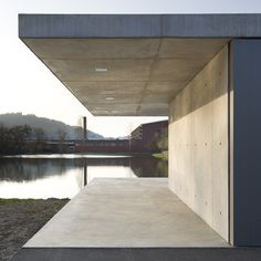 This weekend fishing retreat by Ian Shaw Architekten hangs over the edge of a lake in Siegen, Germany