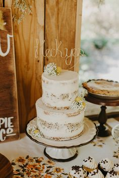 Webb Wedding / Decor & design: Bon Bon Styles / Desserts: Snohomish Pie Co / Photography: Phil Chester