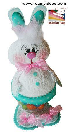 Candy rabbit, for Easter o for a birthday. Made from foam EVA. Dulcero conejo para cumpleaños o para Pascua. Hecho de foamy (goma EVA). Videotutorial: http://www.foamyideas.com/cursos foamyideas@gmail.com