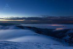 Ráno nad Chatou M. R. Štefánika (dolu v hmle svietia Brezno a Mýto p. Ďumbierom)
